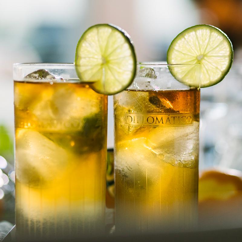 Koktejl z rumu Diplomático